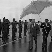 Prime Minister Shimon Peres passes an honor guard at the airport in Douala, Cameroon, before returning to Israel on August 26, 1986. (Nati Harnik/GPO)