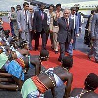 Prime Minister Yitzhak Shamir is welcomed by the President of Togo, Gnassingbé Eyadéma, June 19, 1987. (GPO)