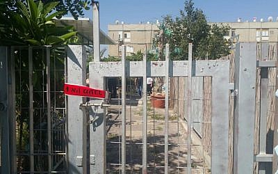 The scene of a fatal stabbing in the southern Israeli city of Kiryat Malachi where a 28-year-old man was killed on June 23, 2016. (Israel Police)