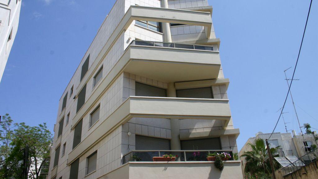 Bauhaus architecture on Amos street. (Shmuel Bar-Am)