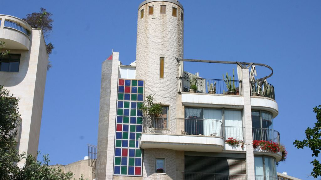 Eclectic architecture on Yehushua Ben Nun street in Tel Aviv's Old North. (Shmuel Bar-Am)