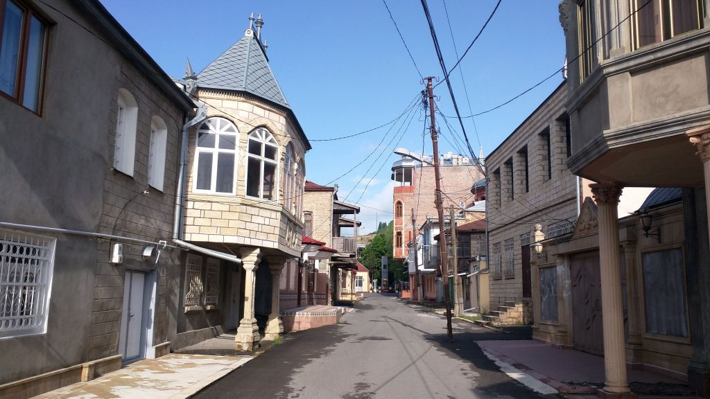 This May 24, 2016 photograph shows an empty street in Krasnaya Sloboda. During summer months, the town fills up as expats now living in Russia come back to visit. (Lee Gancman/Times of Israel)