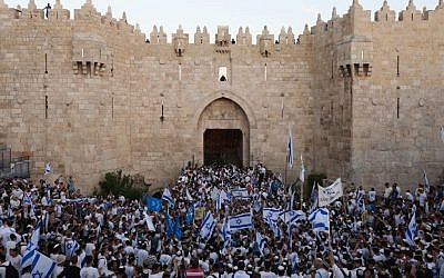 File. Thousands of Israeli wave the national flag as they celebrate Jerusalem Day, dancing and marching their way through Damascus Gate to the Western Wall, in the Old City of Jerusalem, May 17, 2015. (Yonatan Sindel/Flash90)
