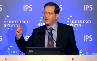 Opposition leader and Zionist Union head Isaac Herzog speaks at the Herzliya Conference on June 16, 2016. Screenshot/Walla)