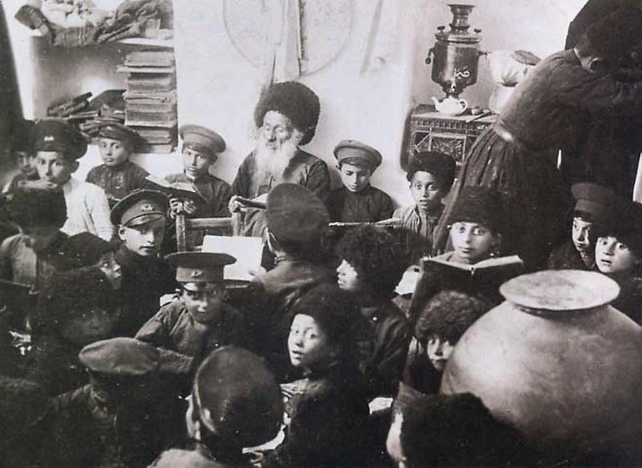 A melamed teaches children torah in the Jewish Azerbaijani town of Krasnaya Sloboda in 1919. (Krasnaya Sloboda archives)