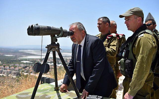 Defense Minister Avigdor Liberman tours Israel's northern border on Tuesday, June 7, 2016 (Ariel Hermoni/Defense Ministry)