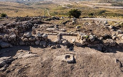 Aerial photograph of a Hasmonean estate house excavated in Modiin, June 7, 2016. Griffin Aerial Photography, courtesy of the Israel Antiquities Authority
