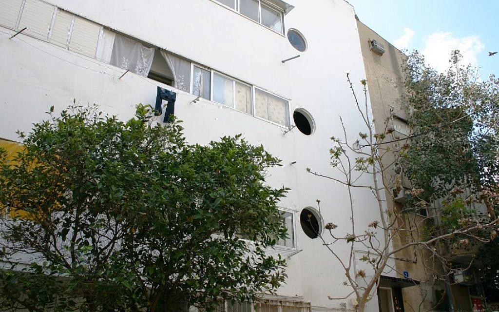 Porthole windows, a common feature in Tel Aviv architecture, on Ranak street. (Shmuel Bar-Am)