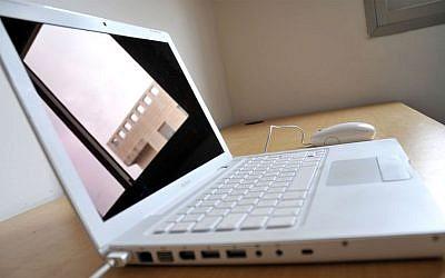 Illustrative photo of a Mac laptop. (Sophie Gordon/Flash90)