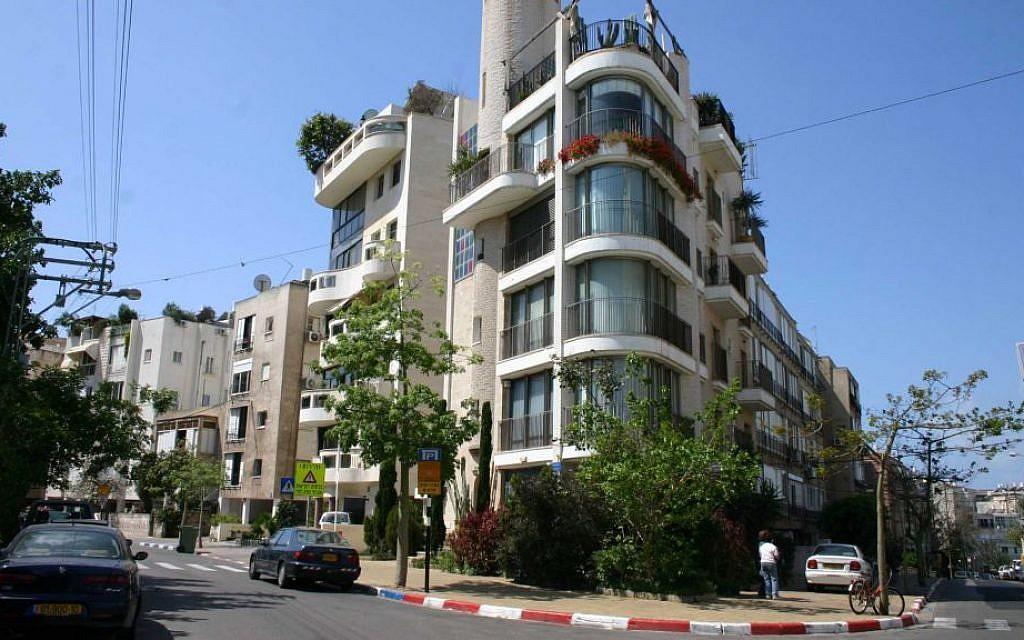 Modern architecture on Yehushua Ben Nun street. (Shmuel Bar-Am)
