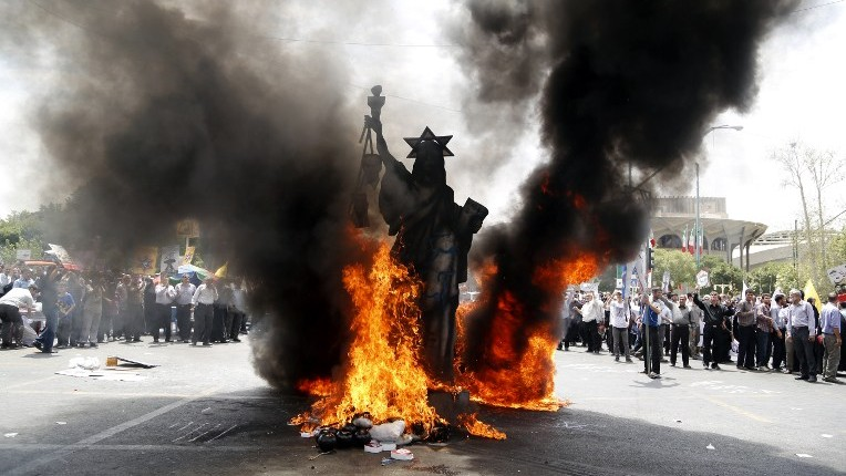 A statue depicting the US Statue of Liberty decorated with a Star of David on its head is set ablaze by Iranian protestors during a parade marking al-Quds (Jerusalem) Day in Tehran on July 1, 2016. (Atta Kenare/AFP)