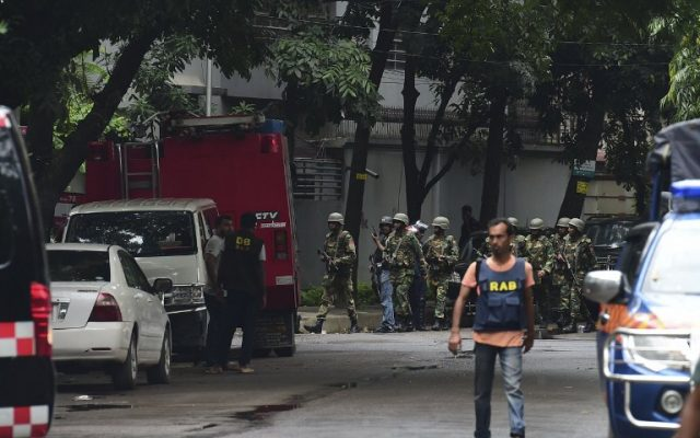Bangladeshi army soldiers patrol a street during a rescue operation as gunmen take position in a restaurant in the Dhaka's high-security diplomatic district on July 2, 2016. (AFP PHOTO/APF/STR)