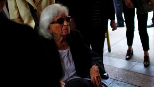 Marion Wiesel, the widow of Nobel laureate and Holocaust survivor Elie Wiesel, arrives for his funeral in New York, July 3, 2016. (AFP/Kena Betancur)