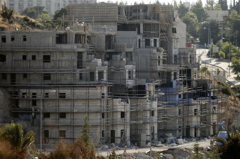 Buildings under construction in the Jewish settlement of Kiryat Arba outside Hebron, July 6, 2016 (AFP PHOTO / HAZEM BADER)