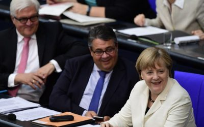 German chancellor Angela Merkel (R), Foreign Minister Sigmar Gabriel (C) and presidential candidate Frank-Walter Steinmeier at the Bundestag in Berlin, July 7, 2016. (AFP photo/John MacDougall)