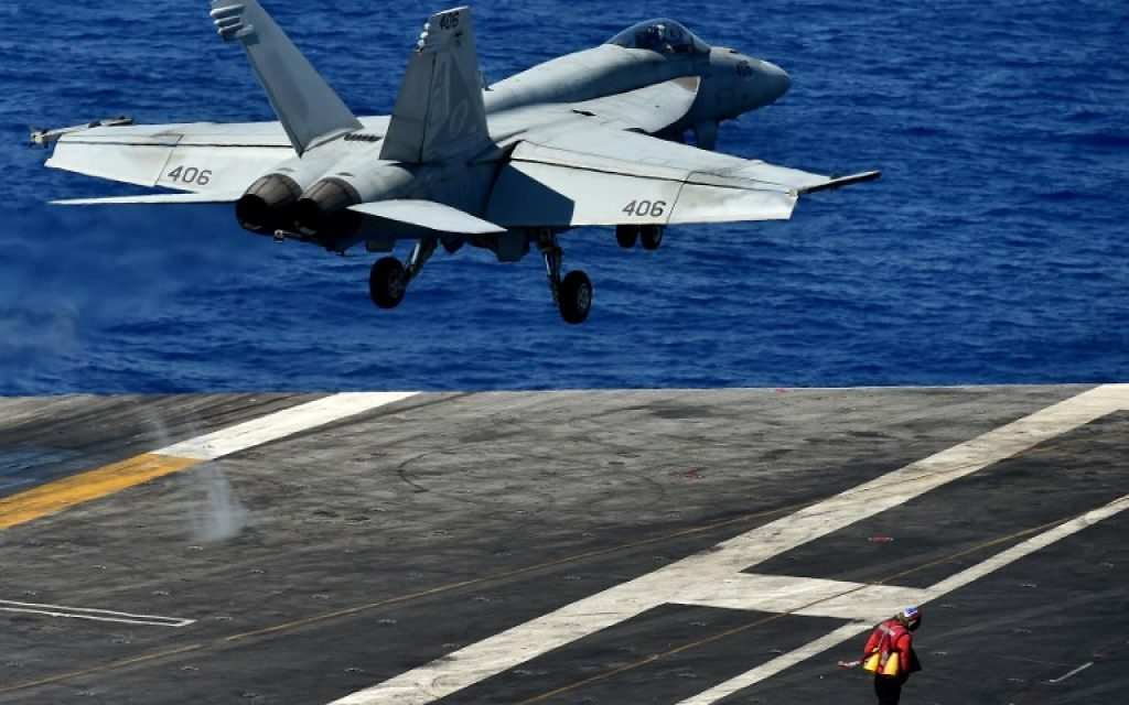 An F/A-18F Super Hornet takes off from the US navy's super carrier USS Dwight D. Eisenhower in the Mediterranean Sea on July 7, 2016. (AFP Photo/Alberto Pizzoli)