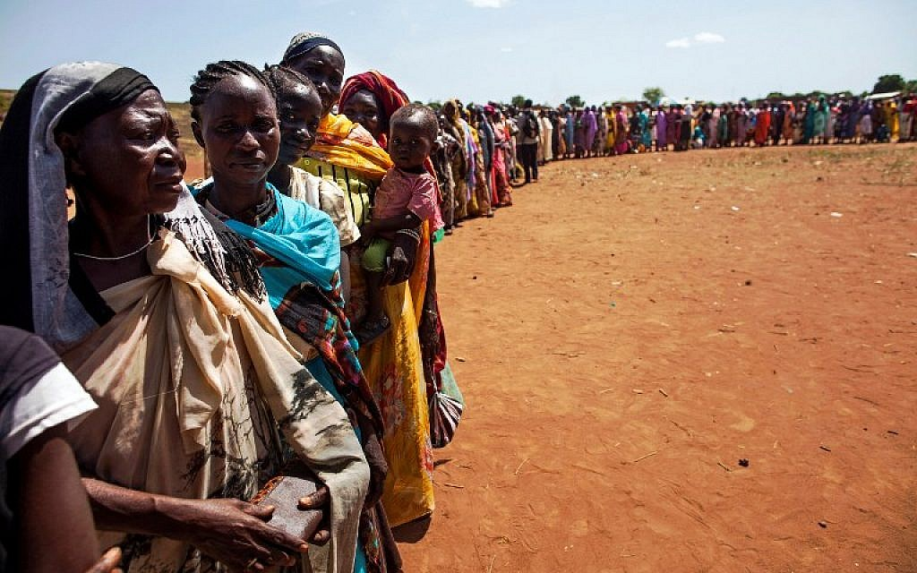 Internally displaced people recently arrived in Wau, South Sudan, due to armed clashes in surrounding villages, waiting to be registered by the International Organization for Migration (IOM) and the World Food Programme (WFP) on May 11, 2016 (AFP PHOTO / ALBERT GONZALEZ FARRAN)
