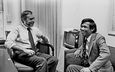 This image courtesy of The New York Times, shows New York Times correspondent Sydney Schanberg (L) talking with colleague Dith Pran in The Times office in New York on January 15, 1980. (AFP PHOTO / The New York Times)