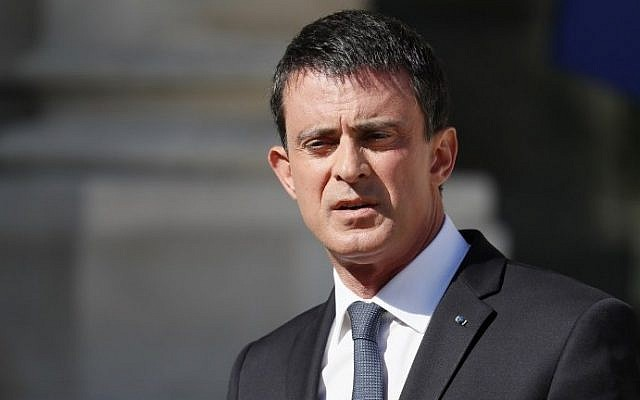 French Prime Minister Manuel Valls makes a statement following a security meeting with French President Francois Hollande on July 15, 2016 at the Elysee Palace in Paris, a day after a gunman smashed a truck into a crowd of revelers celebrating Bastille Day in the city of Nice. (AFP Photo/Thomas Samson)