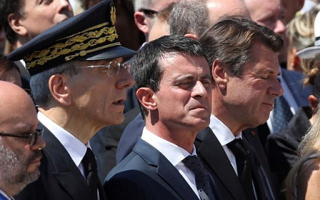 From left: Mayor of Nice Philippe Pradal; prefect of the Alpes-Maritimes department Adolphe Colrat; French Prime Minister Manuel Valls; and president of the Provence Alpes Cote d'Azur region Christian Estrosi observe a minute of silence on the Promenade des Anglais in Nice on July 18, 2016, in tribute to victims of the deadly Nice attack on Bastille Day. (AFP/Valery Hache)