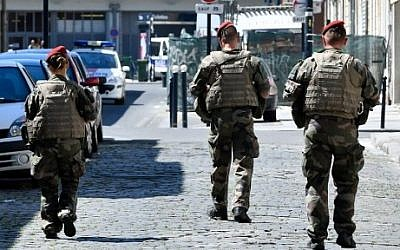 Soldiers of the anti-terror security forces patrol on July 18, 2016 in Bordeaux, southwestern France. (AFP PHOTO / GEORGES GOBET)