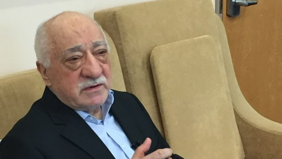 Turkish cleric and opponent to the Erdogan regime Fethullah Gülen speaks at his residence in Saylorsburg, Pennsylvania on July 18, 2016 (AFP PHOTO / Thomas URBAIN)