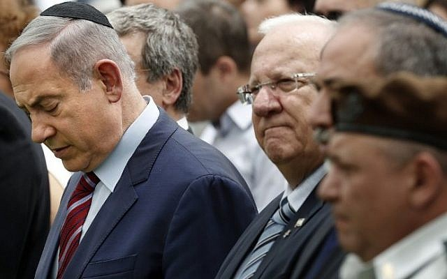 From left: Prime Minister Benjamin Netanyahu, President Reuven Rivlin, Defense Minister Avigdor Lieberman and IDF Chief of Staff Lt. Gen. Gadi Eizenkot attend an official memorial ceremony marking the tenth anniversary of the 2006 war between Israel and Lebanon's Hezbollah at the military cemetery on Mount Herzl in Jerusalem, July 19, 2016. (AFP Photo/Thomas Coex)