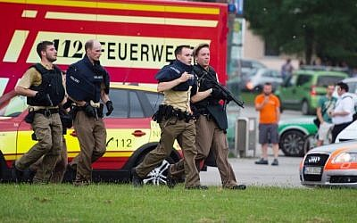 German police walk near a shopping mall in Munich during a shooting attack that left nine people dead on July 22, 2016. (Matthias Balk/DPA/AFP)