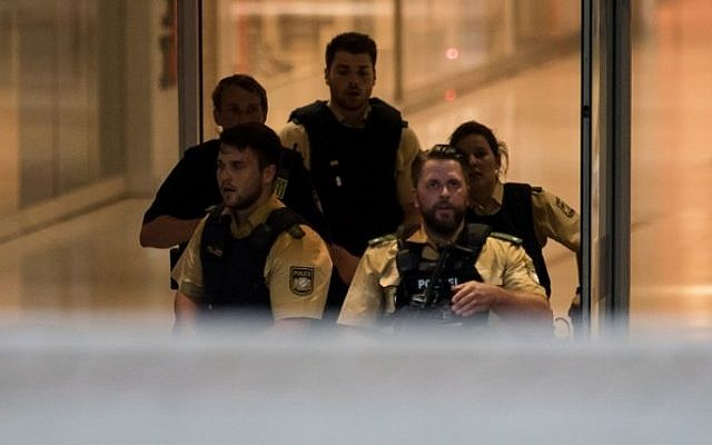 Police secures the area inside a shopping center in Munich on July 22, 2016 following a shooting. At least one person has been killed and 10 wounded in a shooting at a shopping centre in Munich on Friday, German police said. (AFP PHOTO / STR)