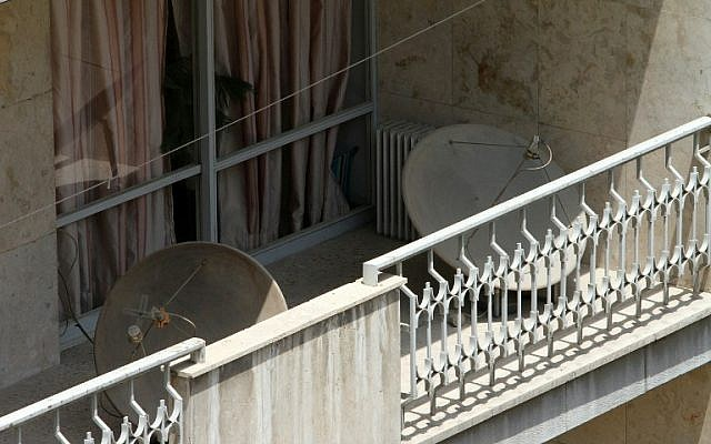 A picture taken on July 24, 2016 shows satellite dishes on a balcony in a northern district of the Iranian capital Tehran. (AFP PHOTO / ATTA KENARE)