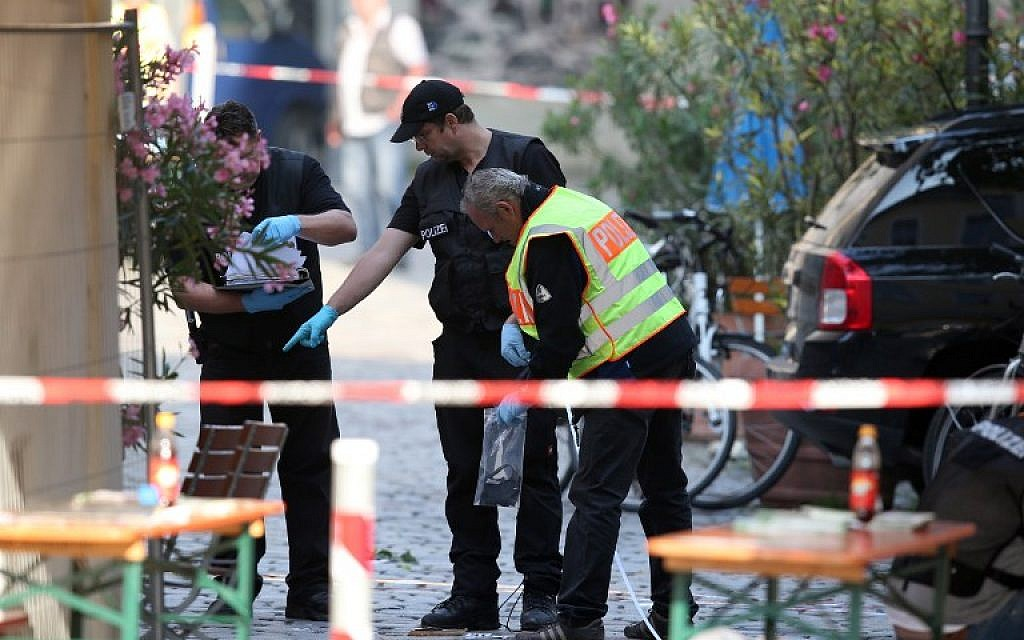 Police investigators work at the site of a suicide bombing in Ansbach, southern Germany, on July 25, 2016. (AFP/dpa/Daniel Karmann)