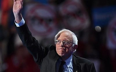Vermont Senator and former Democratic presidential candidate Bernie Sanders arrives to address Day 1 of the Democratic National Convention at the Wells Fargo Center in Philadelphia, Pennsylvania, July 25, 2016. (AFP PHOTO / Robyn BECK)