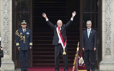 Peru´s President Pedro Pablo Kuczynski waves to supporters as he arrives to the Government Palace after his swearing-in ceremony held at the Congress in Lima on July 28, 2016. (AFP PHOTO / ERNESTO BENAVIDES)