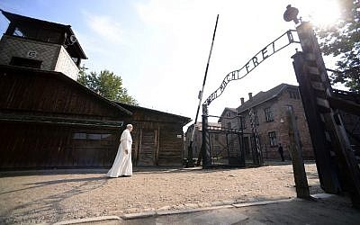 Pope Francis walks towards the main entrance with the lettering 'Arbeit Macht Frei' (Work Sets You Free) at the former Nazi German Auschwitz-Birkenau death camp in Oswiecim, Poland on July 29, 2016 (AFP PHOTO/FILIPPO MONTEFORTE)