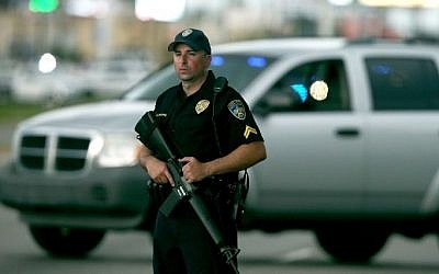 An East Baton Rouge Police officer patrols Airline Hwy after 3 police officers were killed early this morning on July 17, 2016 in Baton Rouge, Louisiana. (Sean Gardner/Getty Images/AFP)