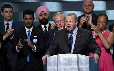Ret. Gen. John Allen delivers remarks on the fourth day of the Democratic National Convention at the Wells Fargo Center, July 28, 2016 in Philadelphia, Pennsylvania. (Alex Wong/Getty Images/AFP)