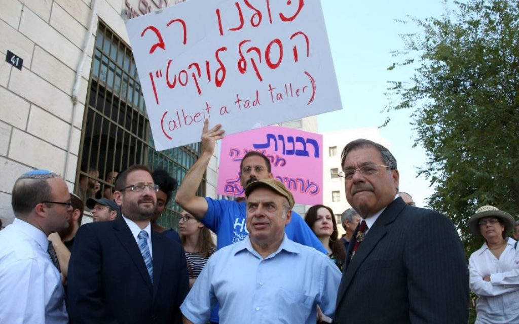 Head of the Jewish Agency Natan Sharansky is flanked by Efrat Rabbi Shlomo Riskin (right) and former MK Dov Lipman at a July 6, 2016, demonstration in front of the Jerusalem-based chief rabbis offices in support of the conversions of New York Rabbi Haskel Lookstein. (Ezra Landau)