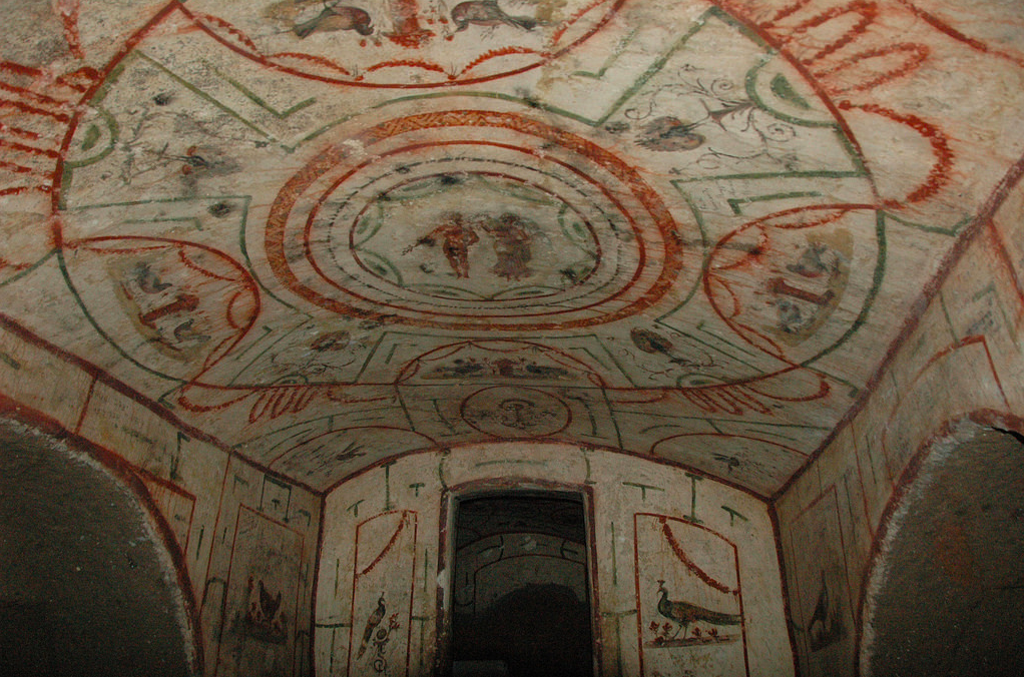 The painted chamber with the Goddess of Victory crowning an athlete. (Courtesy of Jessica Dello Russo - International Catacomb Society)