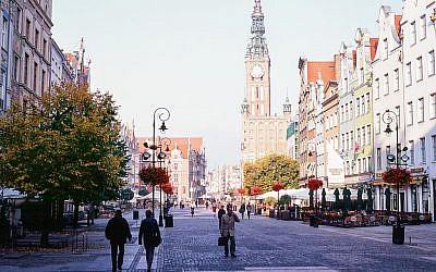 Gdansk city hall and Długi Targ street (CC BY, kishjar?, Flickr)