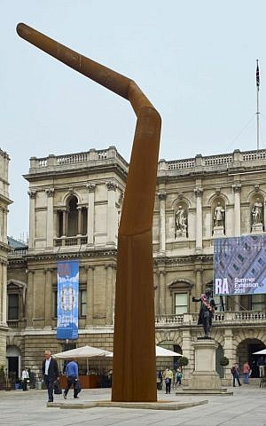 Spyre, by Ron Arad, is a moving art piece in the Royal Academy Annenberg Courtyard. A camera is attached to the pinnacle and catches viewers in real-time. (Courtesy)