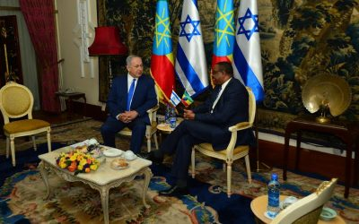 Prime Minister Benjamin Netanyahu meets with Ethiopian counterpart Hailemariam Desalegn in Addis Ababa on July 7, 2016 (Kobi Gideon/GPO)