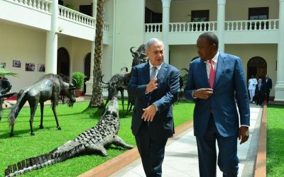 Kenya's President Uhuru Kenyatta and Prime Minister Benjamin Netanyahu meet in Nairobi on July 5, 2016 (Photo by Kobi Gideon/GPO)