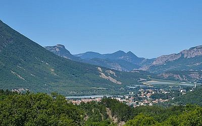 Laragne-Monteglin, in the Hautes-Alpes region of France. (CC-BY-SA/Wikipedia/cagouille05)