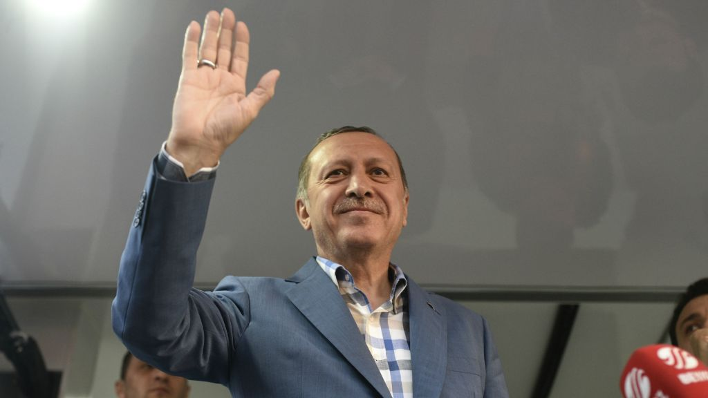 Turkish President Recep Tayyip Erdogan delivers a speech in Istanbul, Saturday, July 16, 2016. (AP Photo)