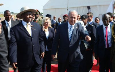 Prime Minister Benjamin Netanyahu, right, is greeted by the Ugandan president, Yoweri Museveni, on his arrival in at Entebbe airport in Uganda on Monday, July 4, 2016 (AP Photo/Stephen Wandera)