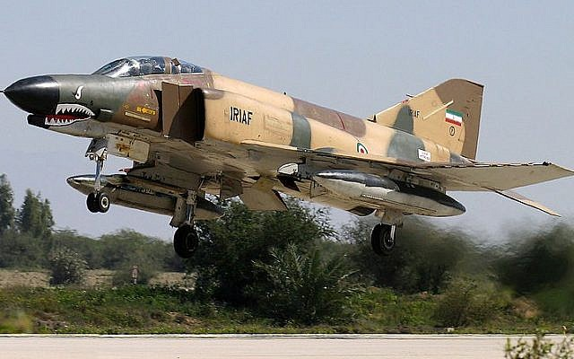 An Iranian air force F-4 takes off (CC BY-SA Shahram Sharifi/Wikimedia Commons)