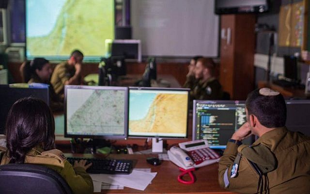 Soldiers of the IDF's signal (C41) corps (Courtesy: IDF Spokesperson's Unit)