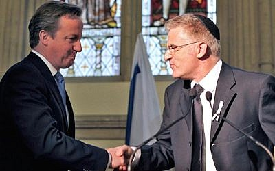 David Cameron and Israeli Ambassador Daniel Taub at the Guildhall in London, 2012 (Courtesy Daniel Taub)