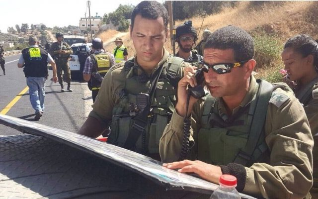 The IDF's Judea Brigade commander Col. Yariv Ben-Ezra arrives on the scene of a shooting attack, in which one man died and three were injured, outside of Hebron on July 1, 2016. (IDF Spokesperson's Unit)
