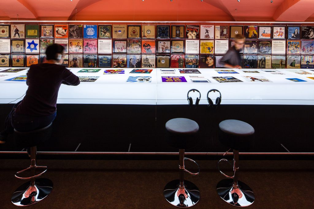 The centerpiece of the exhibit was a life-size mockup of a record store counter with headphones for listening. (Dietmar Walser)
